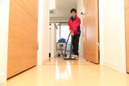 部屋まわり(拭きあげ・掃除機かけ)